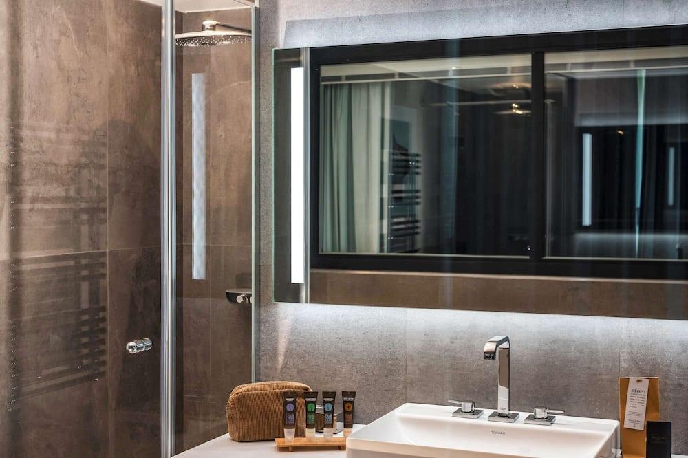 Phòng Suite Junior, 1 giường đôi và sofa giường - Phòng tắm