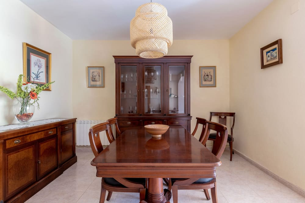 Apartment, 2 Bedrooms, Patio - In-Room Dining