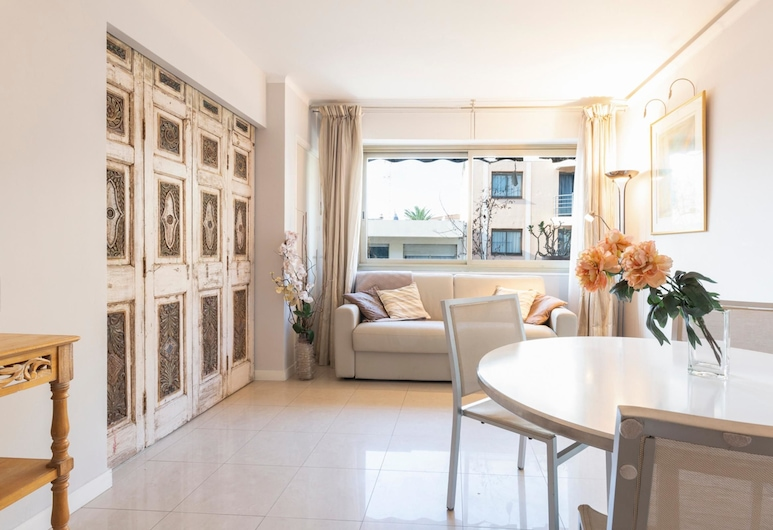 Bright one bedroom apartment, 200m from la Croisette and the city center, Cannes, Appartement, Meerdere bedden (3 Rue Latour Maubourg 4ème étage), Woonkamer