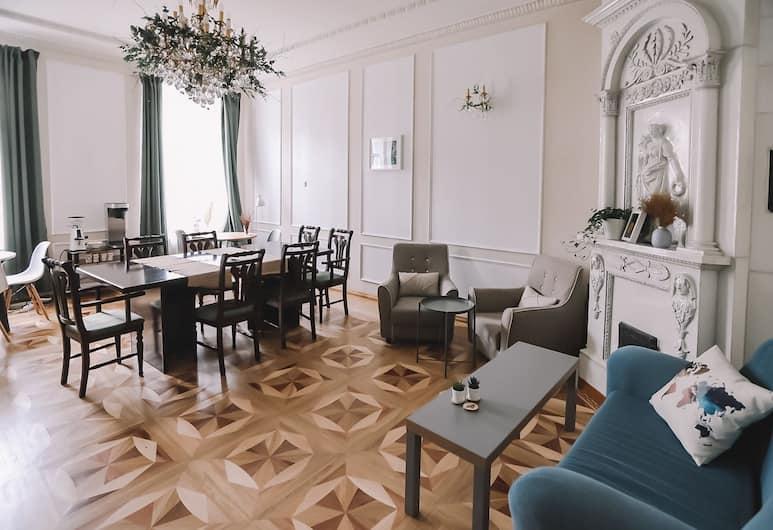 Хостел и отель Forrest House, Санкт-Петербург, Гостиная в вестибюле