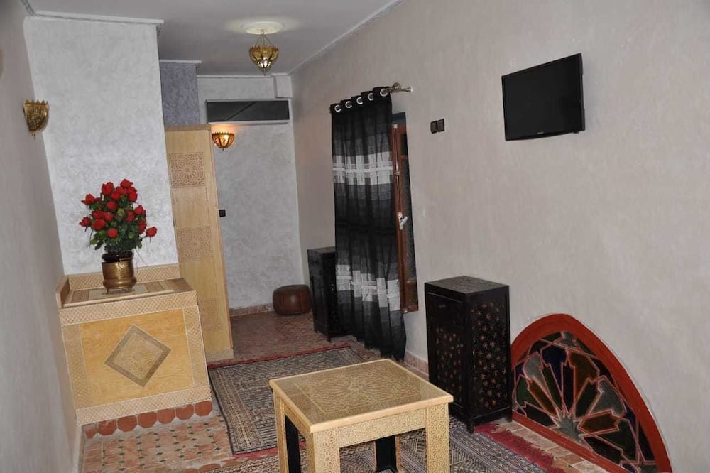 Chambre Familiale (Chella) - Restauration dans la chambre