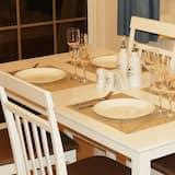 شقة - تناول الطعام داخل الغرفة