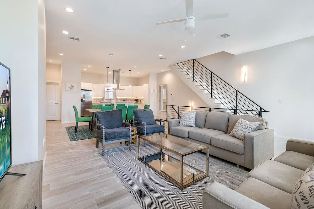 Luxury Townhome, 4 Bedrooms, Balcony - Living Room