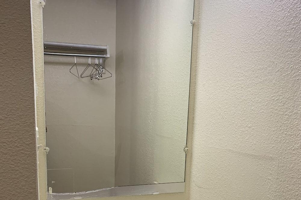 Classic-Doppelzimmer - Waschbecken im Bad