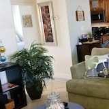 Premier Condo, 2 Bedrooms, Pool View - Living Area