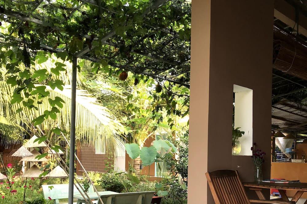 Négyágyas szoba, kilátással a kertre (Air Conditioning) - Kilátás az udvarra