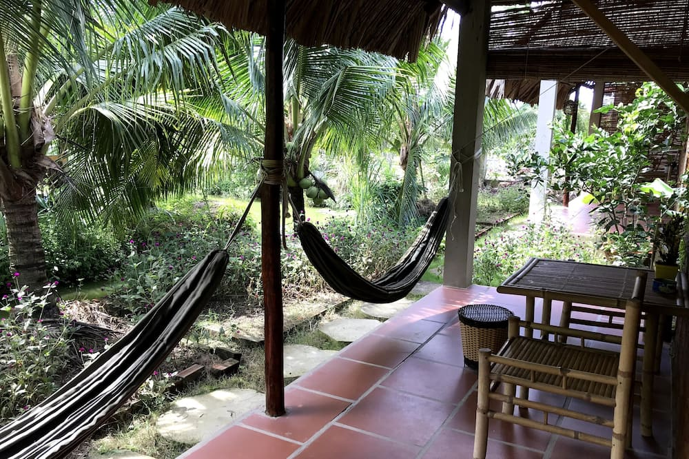 Tradicionális háromágyas szoba, kilátással a kertre - Kilátás a kertre