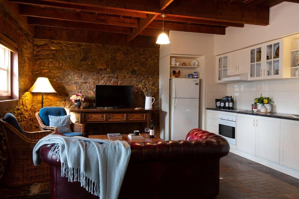 Prabangaus stiliaus apartamentai, 2 miegamieji, terasa, vaizdas į vynuogyną - Svetainės zona