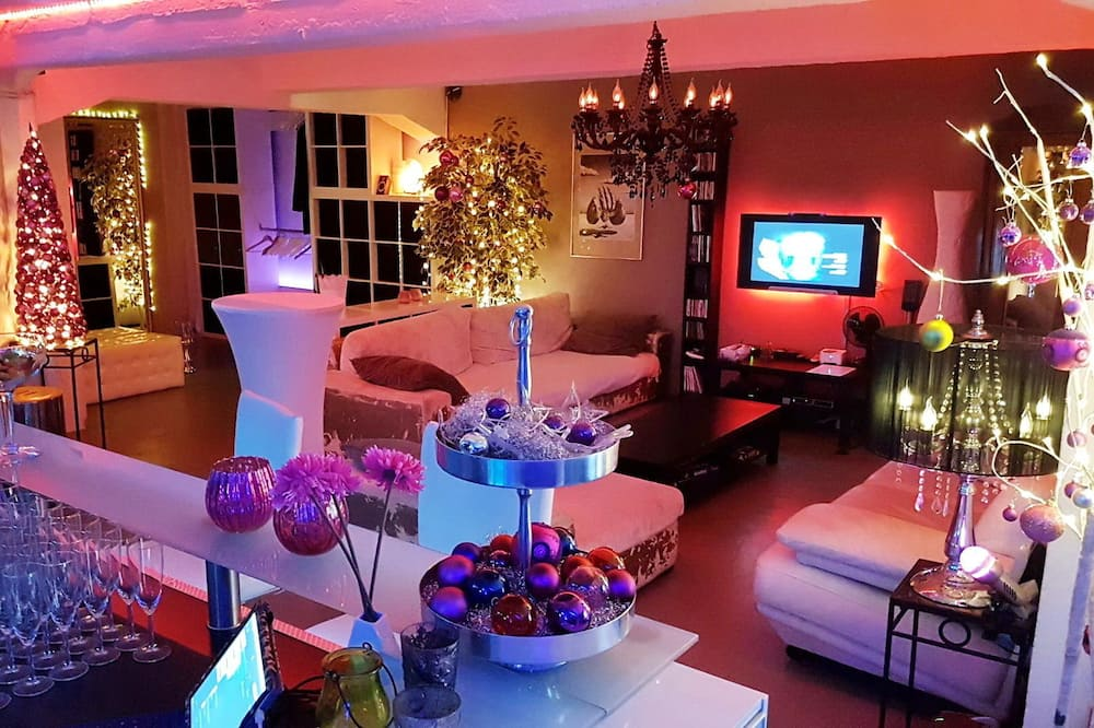 Design Apartment, 3 Bedrooms - Living Area