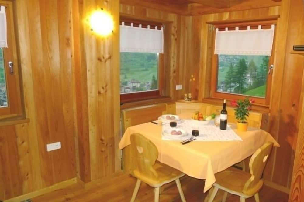Chalet, 2 Bedrooms (Anemone) - In-Room Dining
