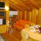 Chalet, 3 Bedrooms (Giglio Rosso) - In-Room Dining