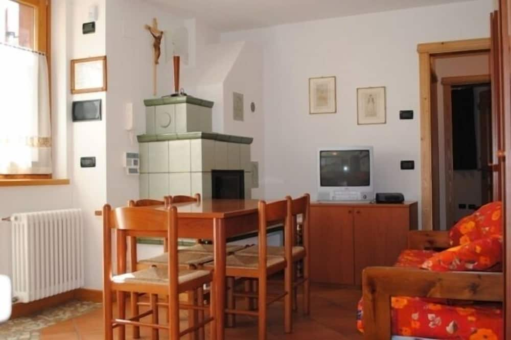 Mägimaja, 2 magamistoaga (Tamburino) - Einetamisala toas