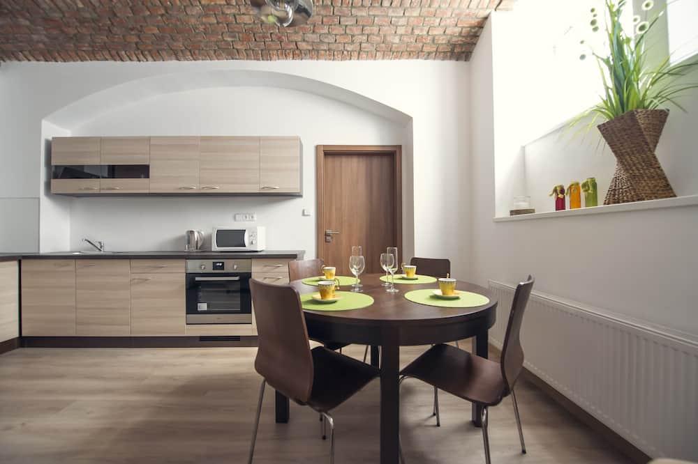 Appartement Familial, rez-de-chaussée - Restauration dans la chambre