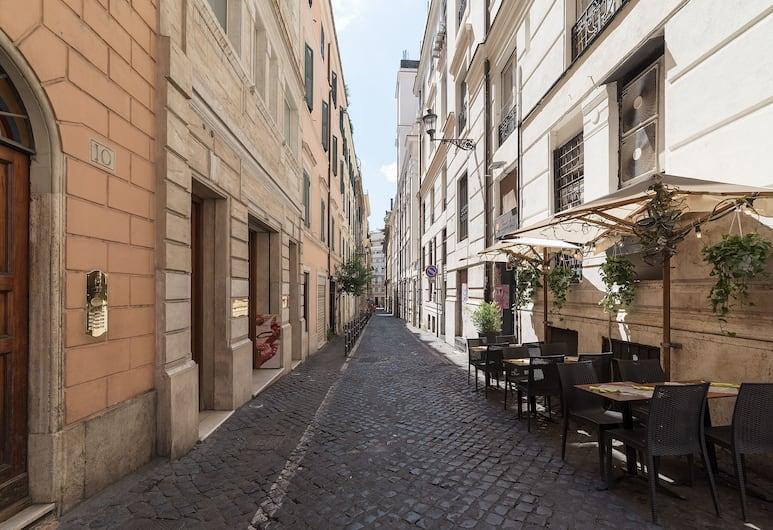 Casa Zeffiro, Fully Equipped Apartment 2 Minutes Walk From Fontana di Trevi, Rome, Exterior