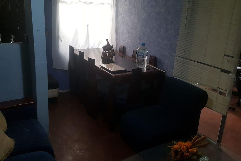 Bisneshuone - Ruokailu omassa huoneessa