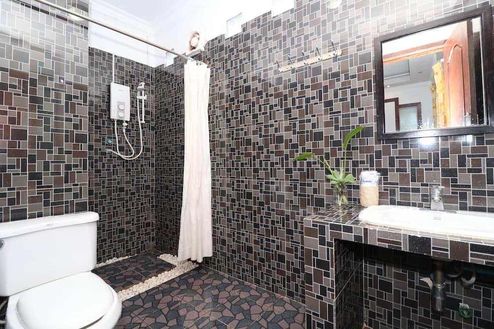Vila Klasik, 1 Tempat Tidur King, smoking, pemandangan kebun - Kamar mandi