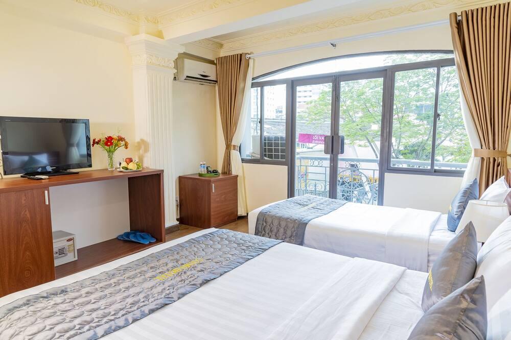Premium-Dreibettzimmer, Nichtraucher, Stadtblick - Wohnbereich