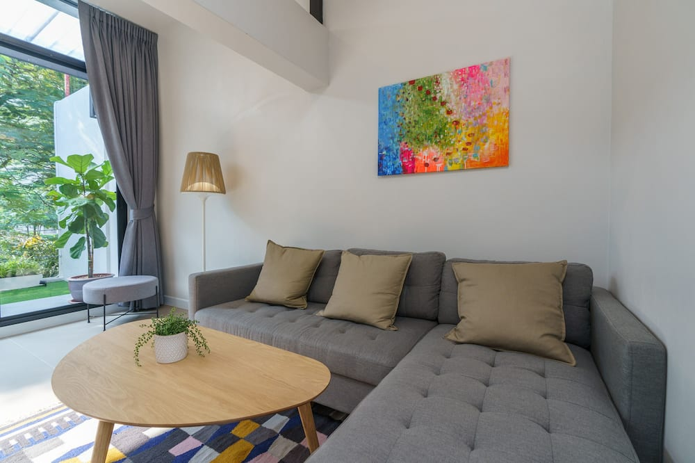 City Townhome - Living Room