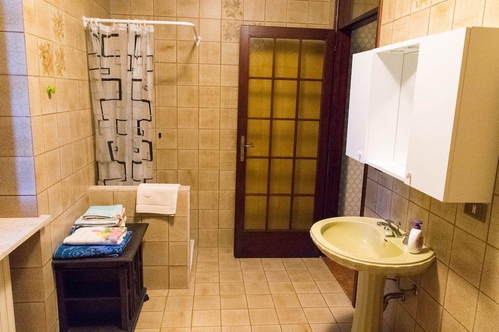 雙人或雙床房 (1) - 浴室
