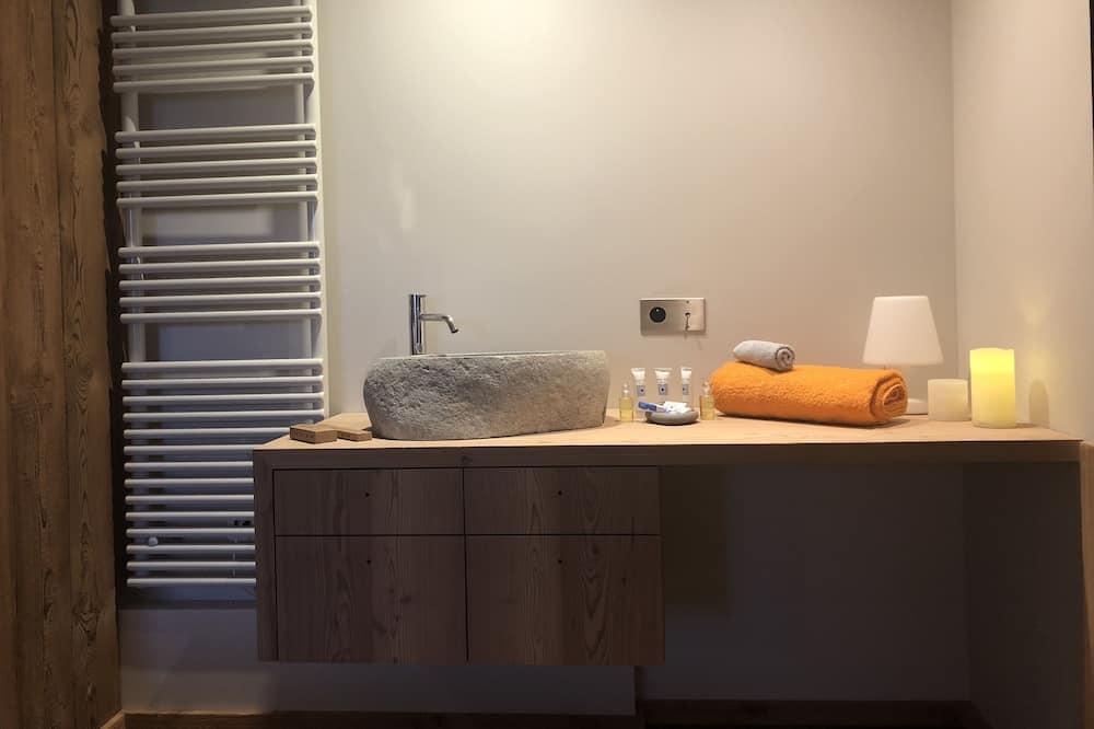 Premium Double Room, 1 Queen Bed - Bathroom