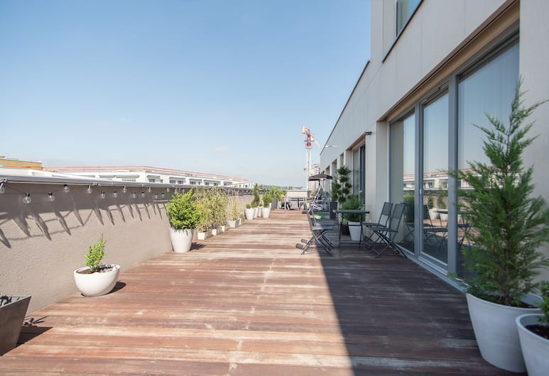 Brand new apartment on 8th floor with large terrace and swing, Praha, Terasa / vidinis kiemas