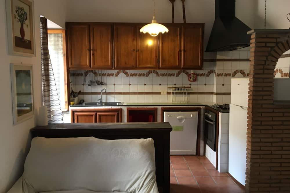 Szoba kétszemélyes ággyal, privát fürdőszoba (External) - Közös használatú konyha