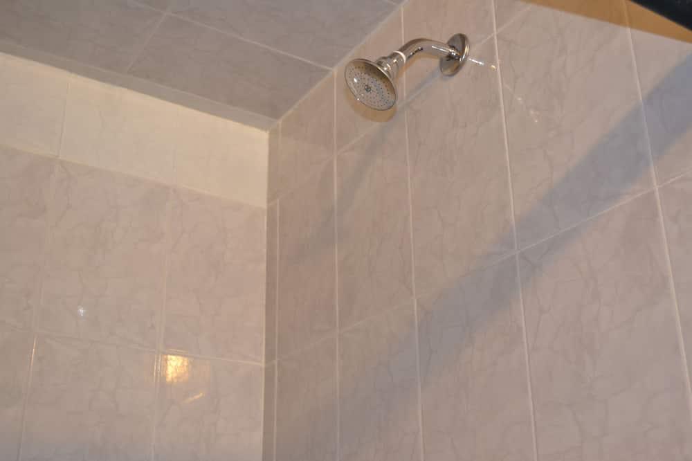 Chambre Simple, plusieurs chambres - Douche de la salle de bain