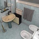 Chambre Quadruple, salle de bains commune, vue mer - Salle de bain