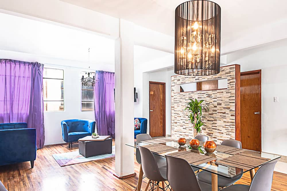 Family Apartment, 3 Bedrooms, Balcony, City View - In-Room Dining