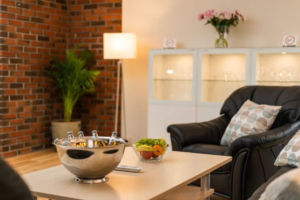 Căn hộ tiện nghi đơn giản, 2 phòng ngủ - Khu phòng khách