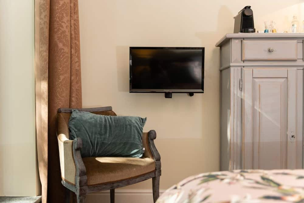Double Room, Bathtub - Television