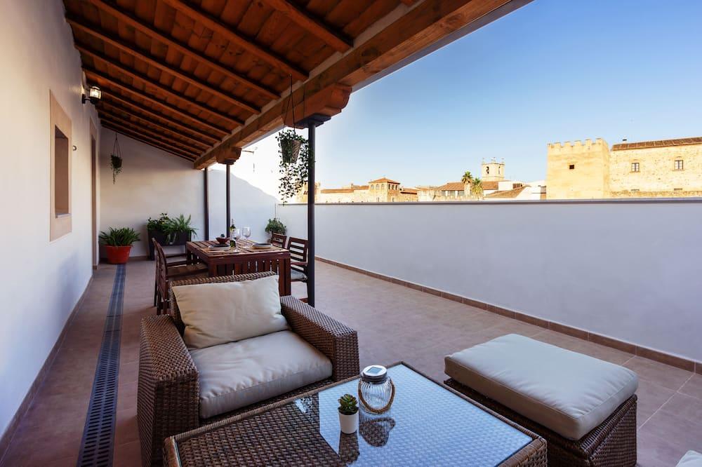 Royal appartement, 1 slaapkamer, terras, Uitzicht op de stad - Terras