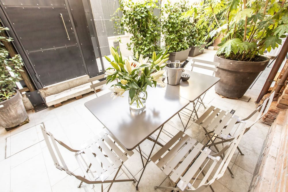 شقة - غرفتا نوم - تِراس/ فناء مرصوف