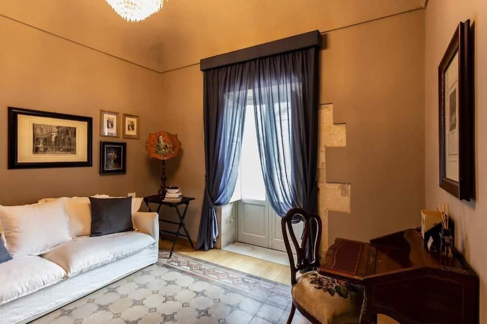 Deluxe Room, 1 Queen Bed (1) - Living Area