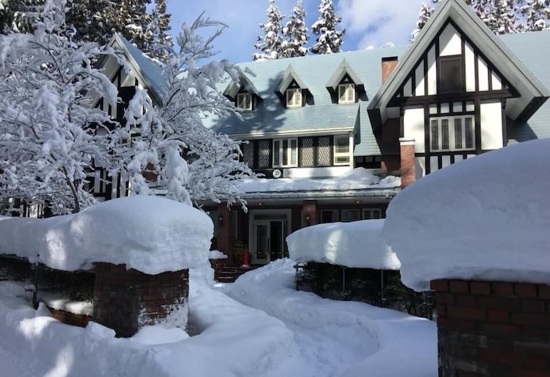 36 Degrees North, Lodge Hakuba Japan, Hakuba, Overnatningsstedets facade
