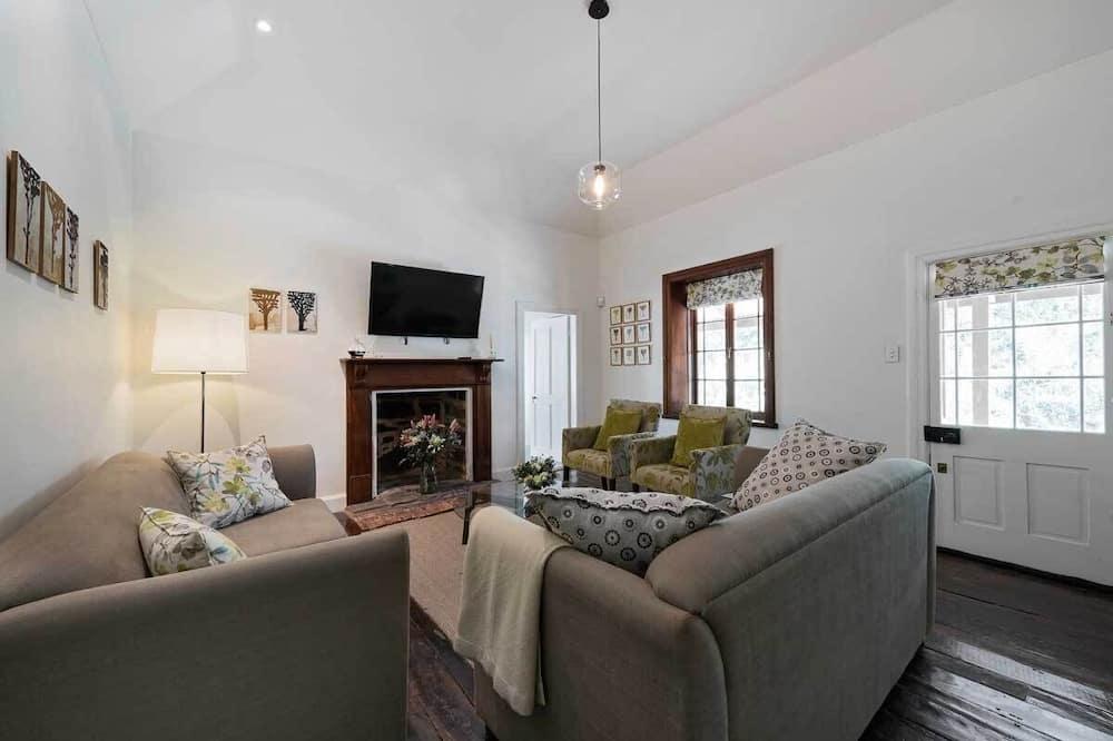 Luxury Cottage, 3 Bedrooms, 2 Bathrooms - Living Area