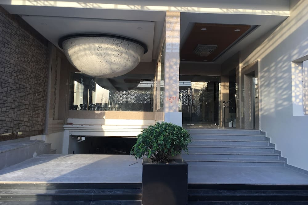 Hotel Ratan Royal Inn