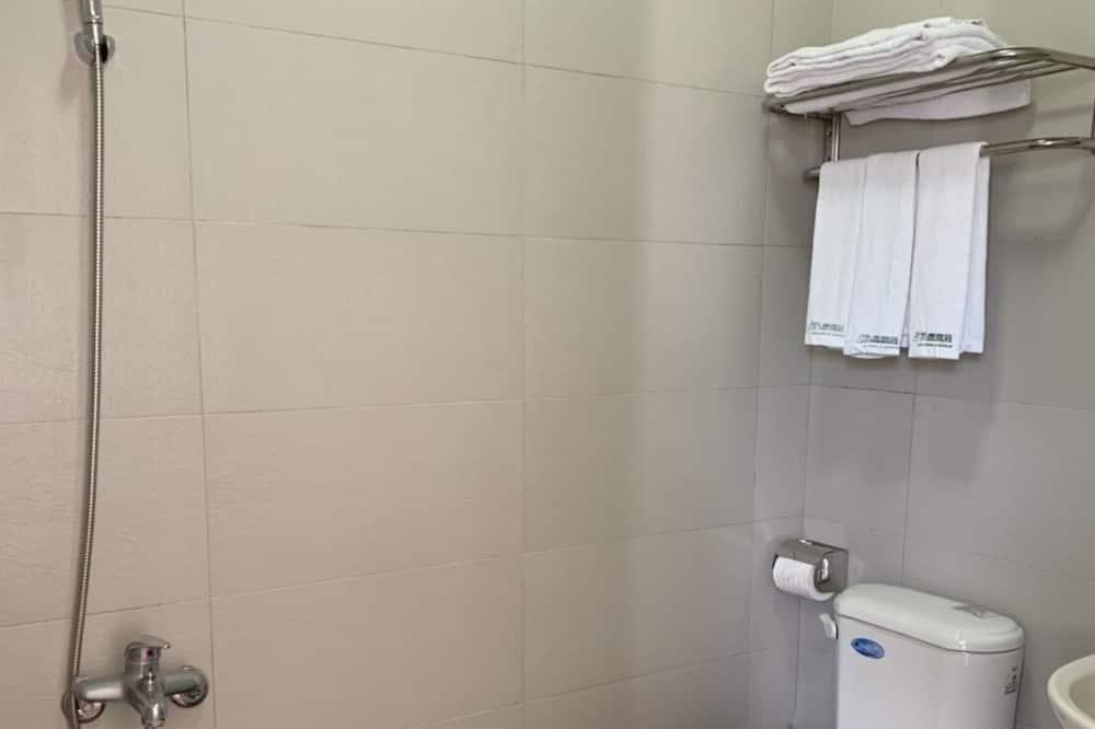 Elite Triple Room (Advance notice for C/I after 6PM) - Bathroom