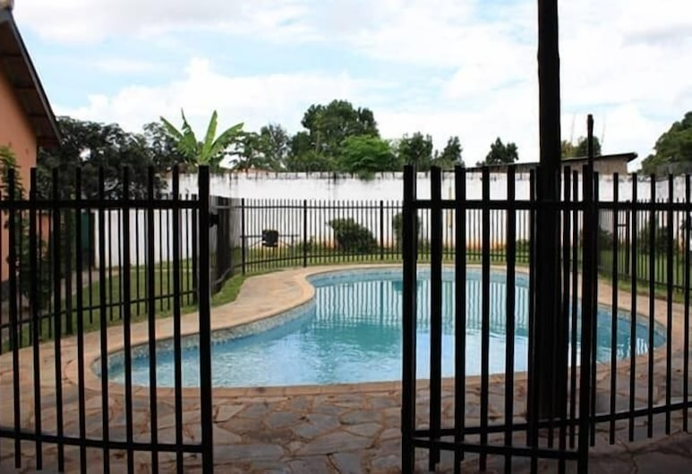 Sharon's Guest House, Lusaka, Pool