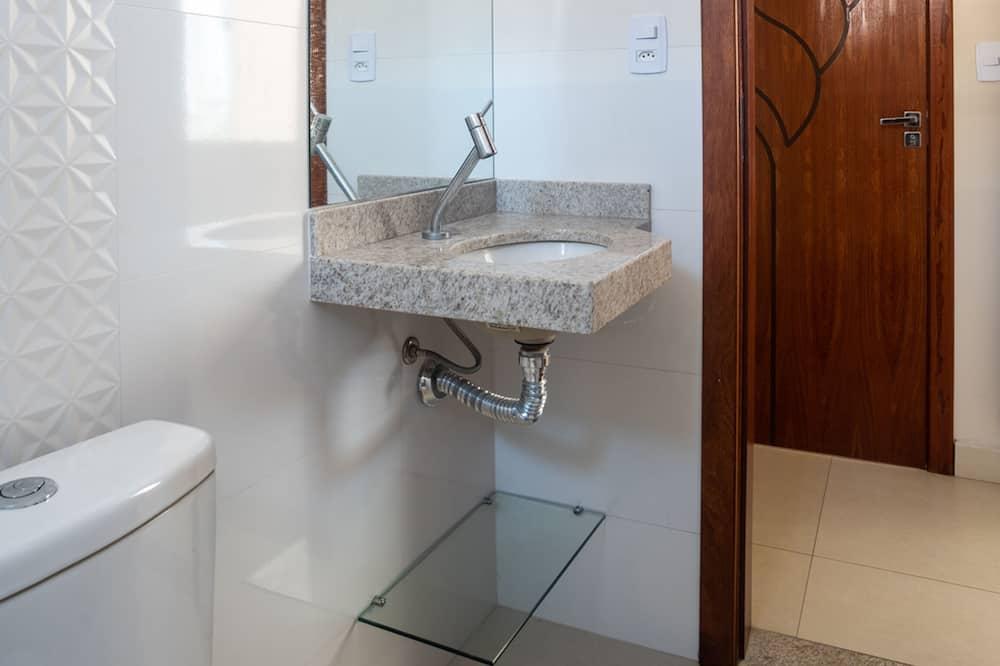 חדר טווין - חדר רחצה