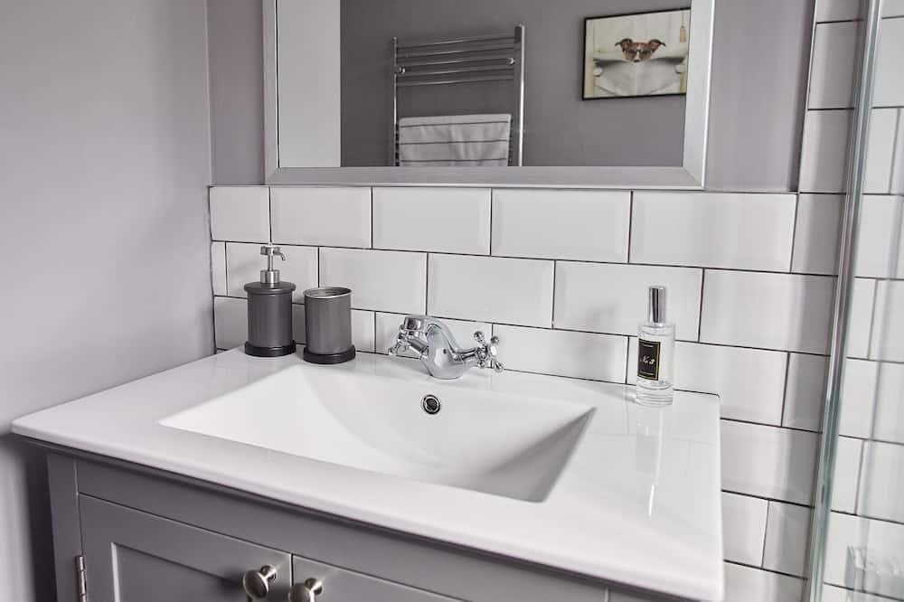 Deluxe House, Private Bathroom - Bathroom