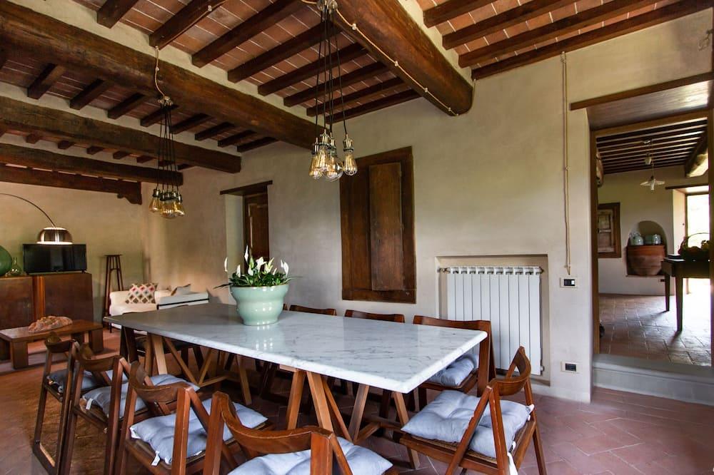 Villa, 5 magamistoaga (Villa Doriana) - Einetamisala toas