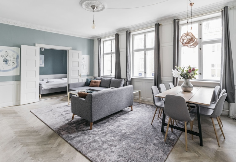 140m2 Apartment with Parliament View, Copenhagen, Deluxe Apartment, 3 Bedrooms, Non Smoking, Living Room