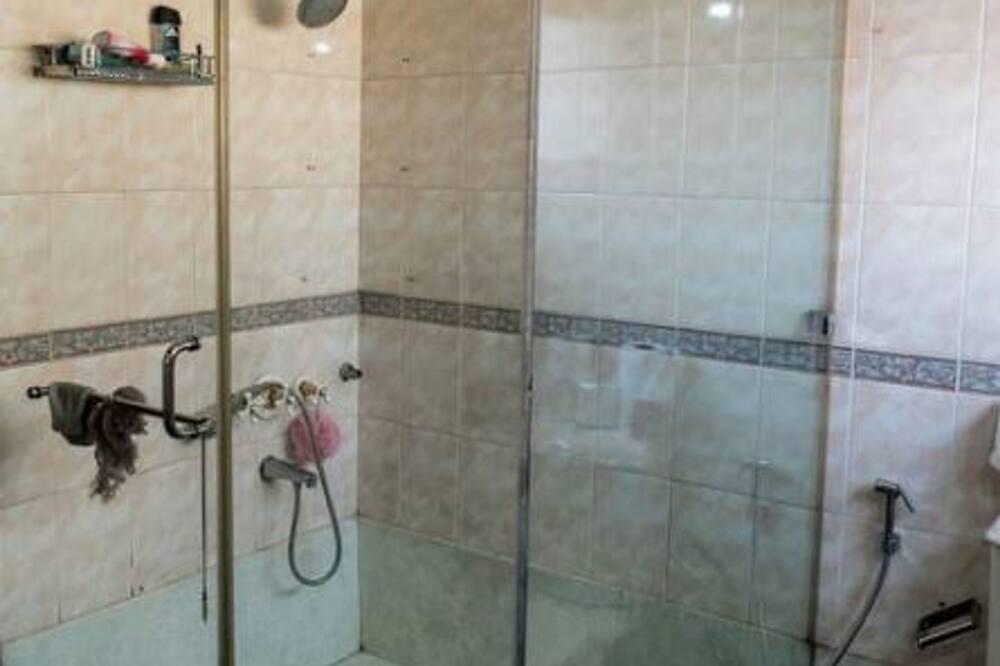 Superior 8-Bed Dormitory - Bathroom