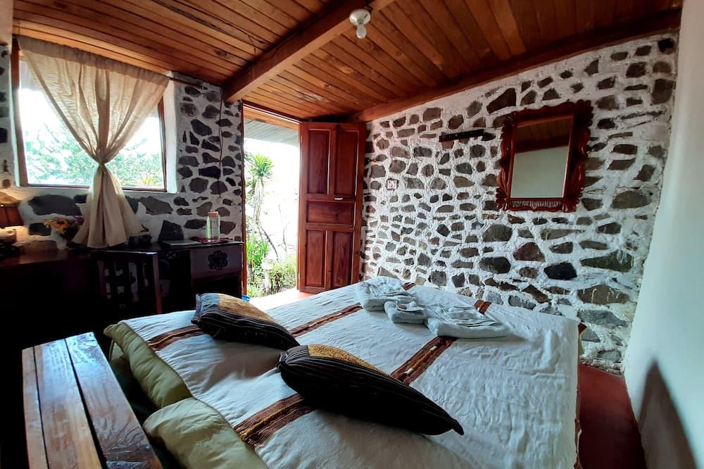 Dvivietis kambarys, 1 standartinė dvigulė lova, bendras vonios kambarys - Vonios kambarys