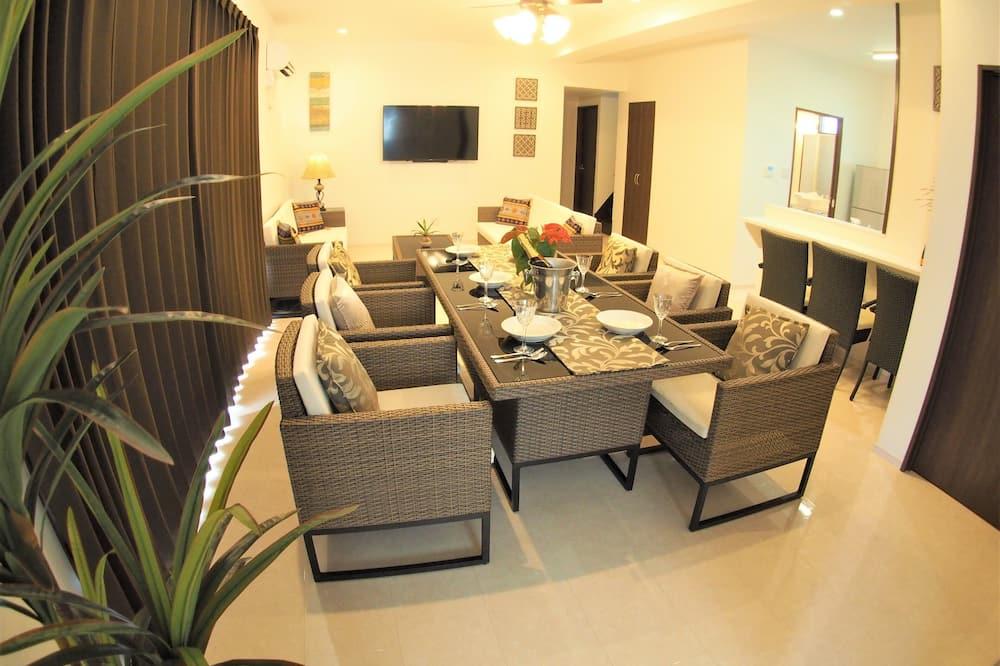 Сімейний будинок (Private Vacation Home) - Вітальня