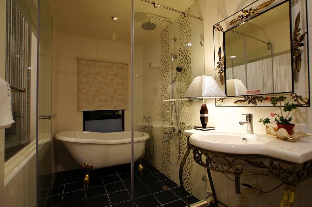 Romantisks divvietīgs numurs, 1 divguļamā karalienes gulta, vanna, pretī pludmalei - Vannasistaba