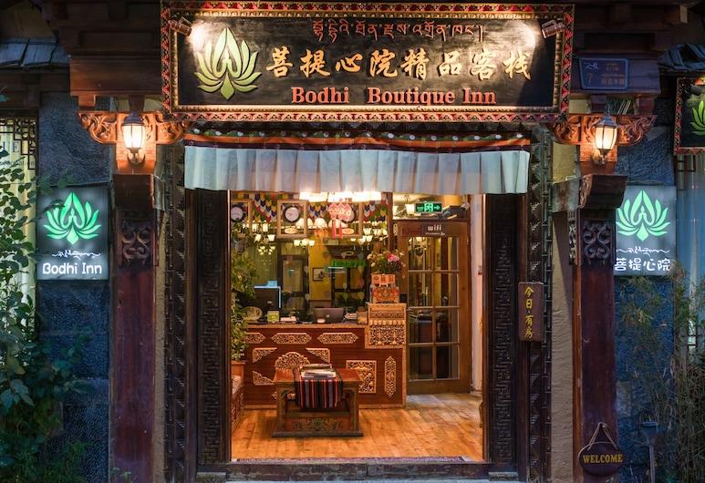 Bodhi Boutique Inn, Deqin, Otelin Önü