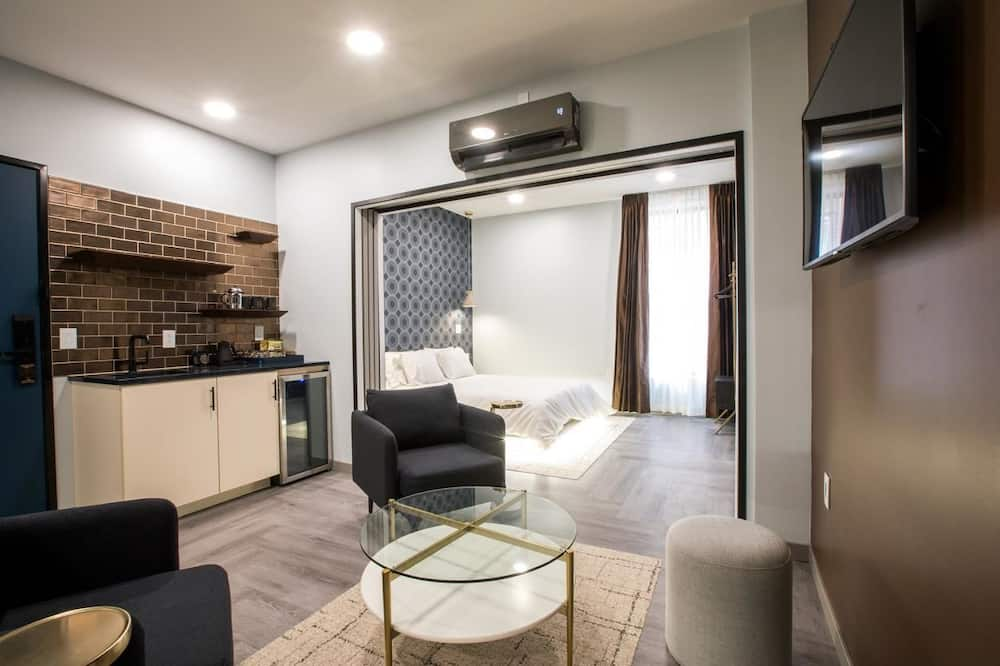 New Money King Suite Main St View - 客廳