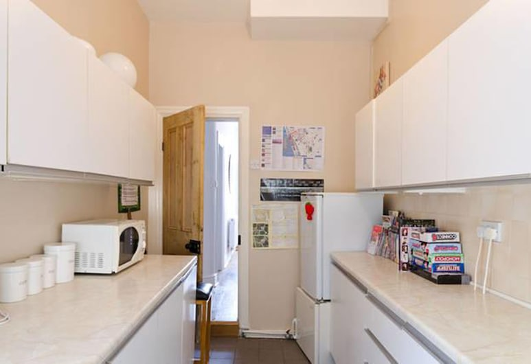 CK Residence close to Penny Lane, Liverpool, Standard Single Room with Shared Bathroom, Shared kitchen